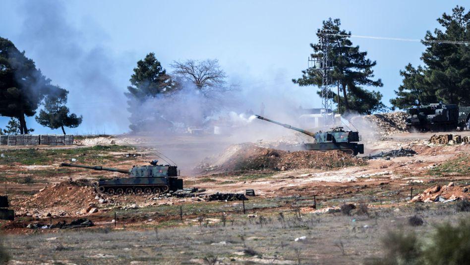 Türkische Panzer in Kilis: Feuer auf kurdische Stellungen im Nachbarland Syrien