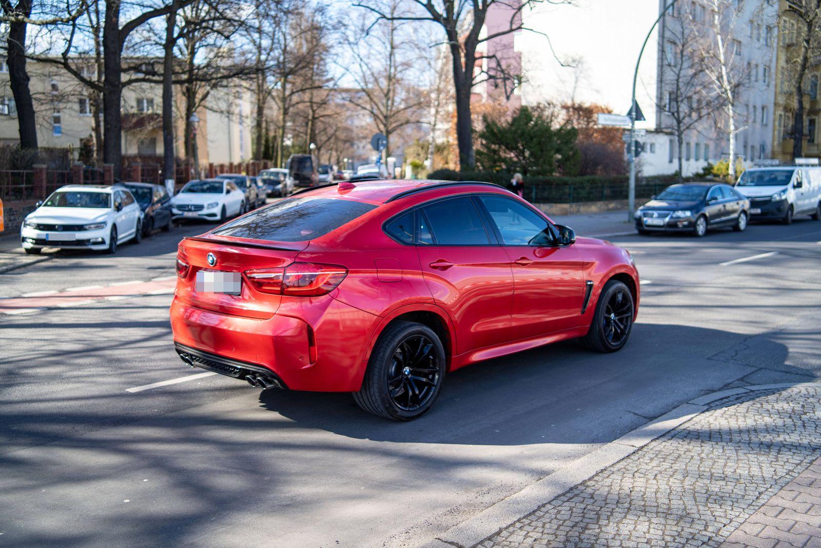 05.03.2021,Berlin,Deutschland,GER,SUV BMW X6 gesehen im Bezirk Wilmersdorf. *** 05 03 2021,Berlin,Germany,GER,SUV BMW X6