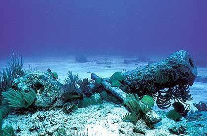 ... sondern auch zahlreiche Schiffswracks, die an den Mythos des Bermuda-Dreiecks erinnern