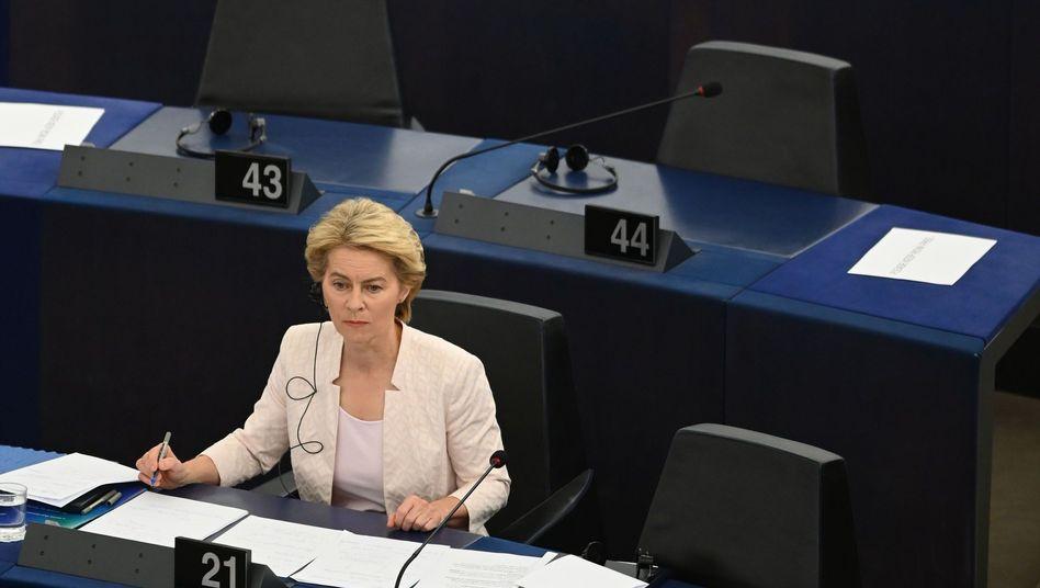 Von der Leyen im EU-Parlament: Deutliche Mehrheit in der SPD gegen ihre Wahl