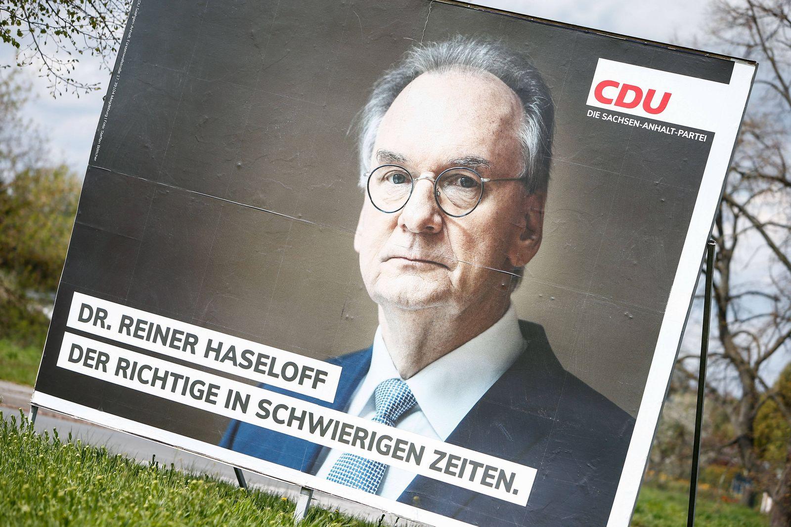 06.05.2021, xtgx, Politik, Landtagswahl in Sachsen-Anhalt, Plakat des CDU Ministerpraesidenten Reiner Haseloff Magdeburg