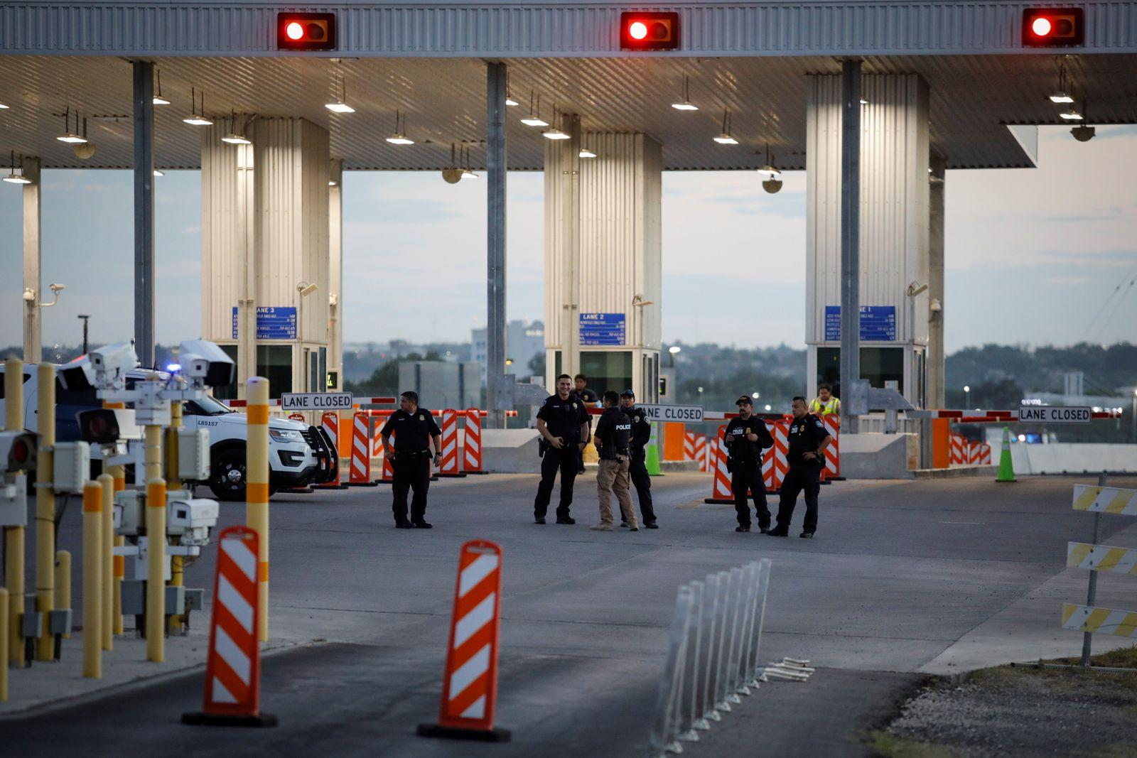 U.S. CBP agency shuts Del Rio's border crossing amid an influx in migrants