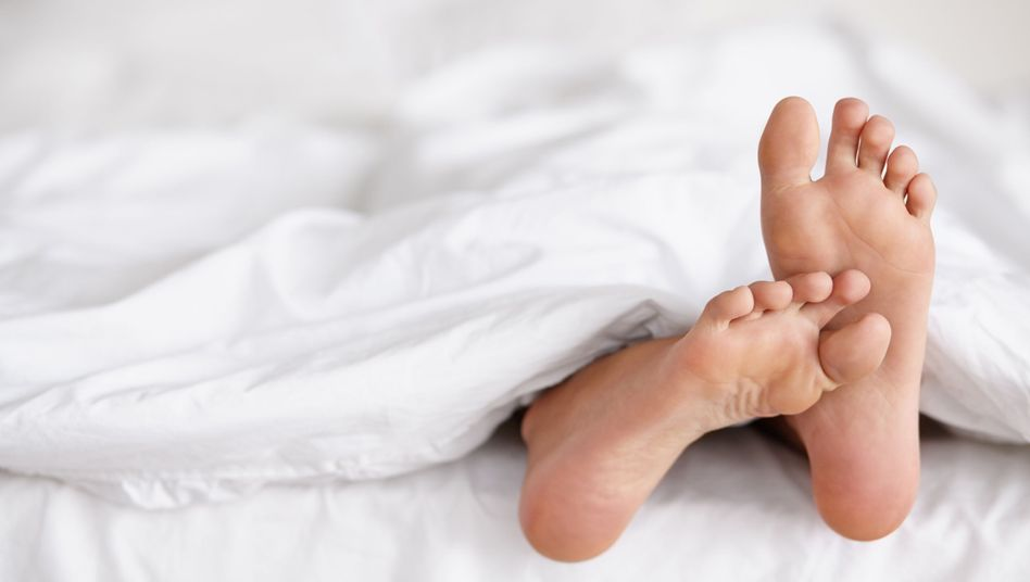 Frau im Bett (Symbolbild)