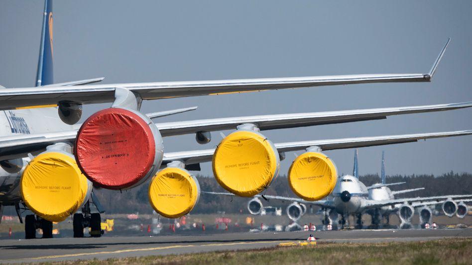 Unzählige stillgelegte Flugzeuge warten auf ihren Einsatz nach der Coronakrise, wie hier auf dem Flughafen Frankfurt