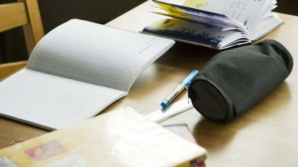 Der Regelsatz für Empfänger von Arbeitslosengeld II reicht oft nicht, um für die Kinder Schulbücher und Unterrichtsmaterial zu finanzieren