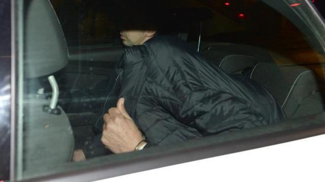 Angeklagter auf dem Weg zum Gericht in Valletta