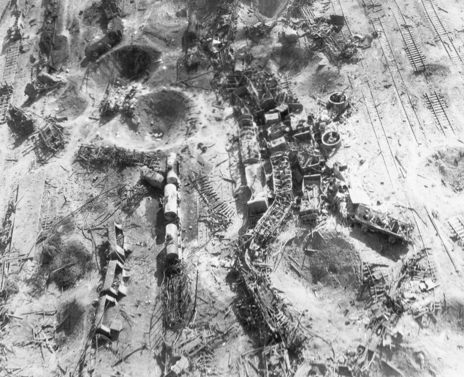 Bahnanlagen des Güterbahnhofs in Celle nach einem Luftangriff