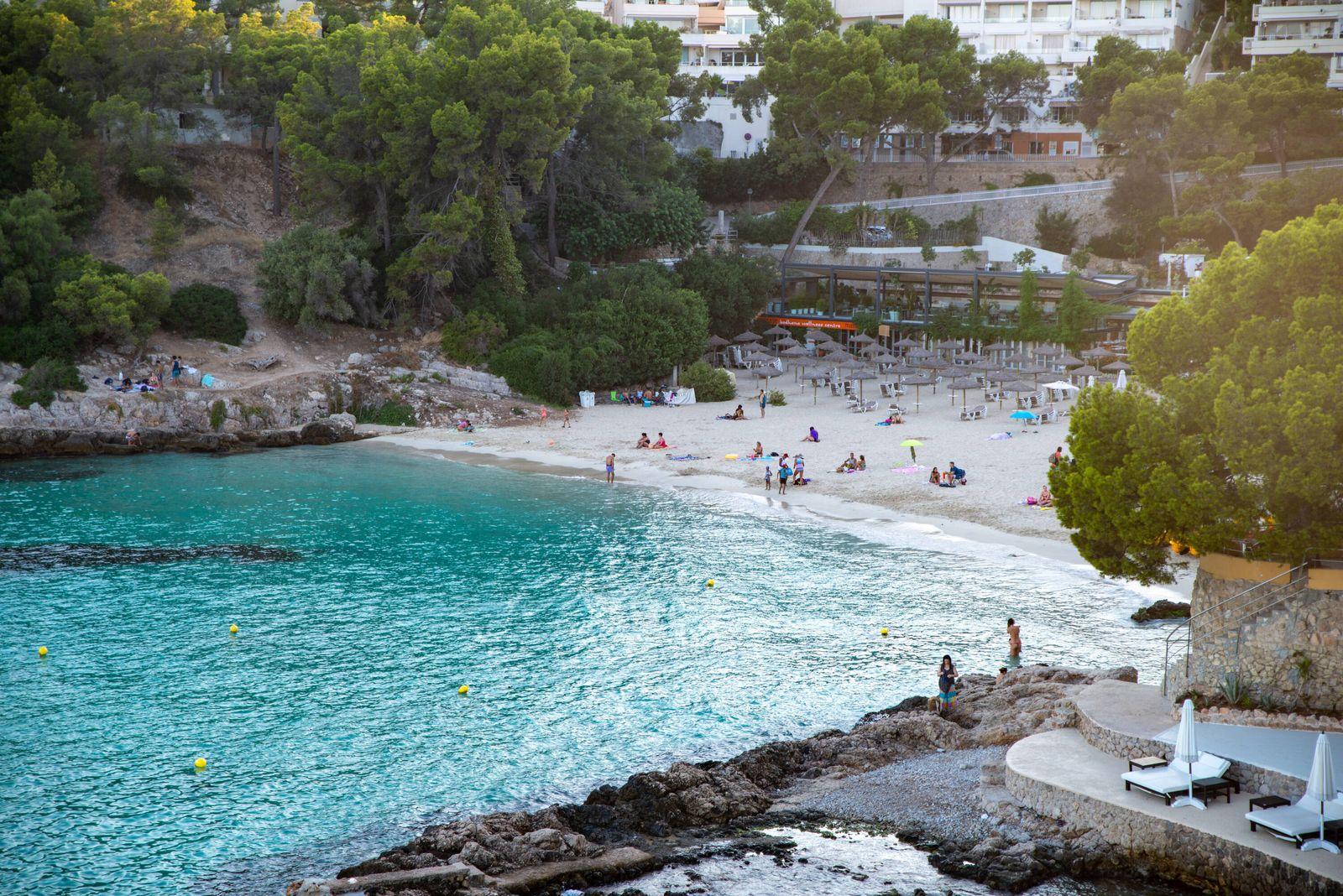 20200824 Mallorca after travel warning CAMPOS, SPAIN - AUGUST 24 2020 : Playa Illetas at - Mallorca after travel warnin