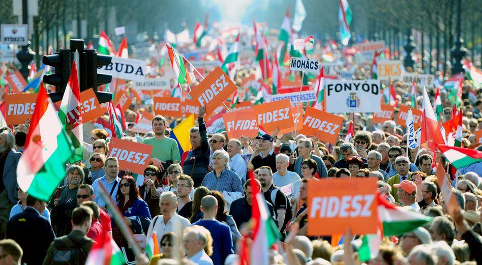 Demo von Fidesz-Anhängern in Ungarn (Archivbild)