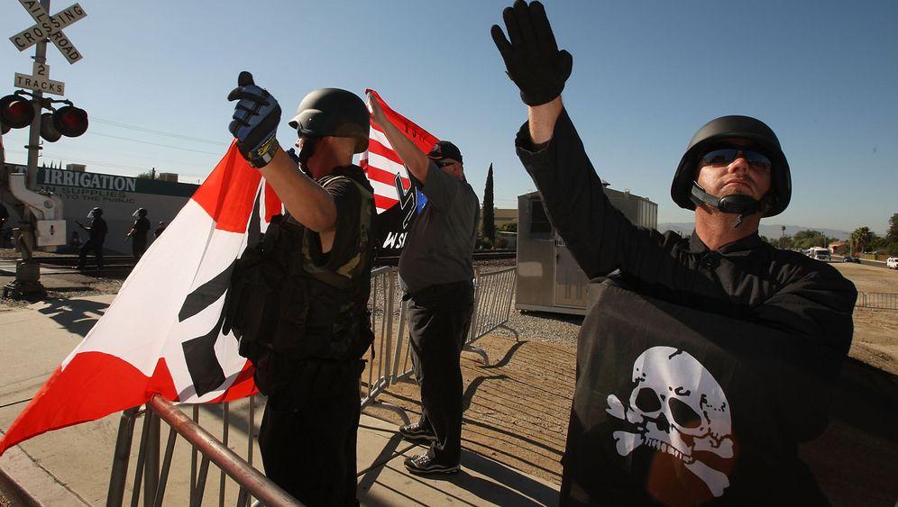 Stahlhelm, Hakenkreuz, Sternenbanner: Neonazis in den USA