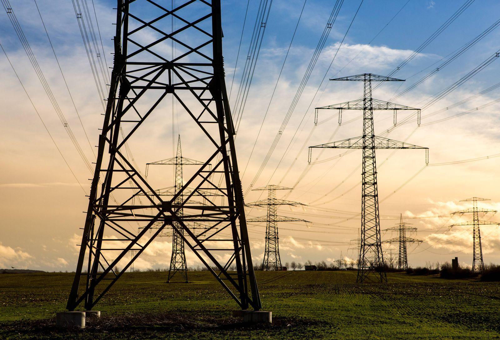 EINMALIGE VERWENDUNG Stromtrasse/ Stromleitungen
