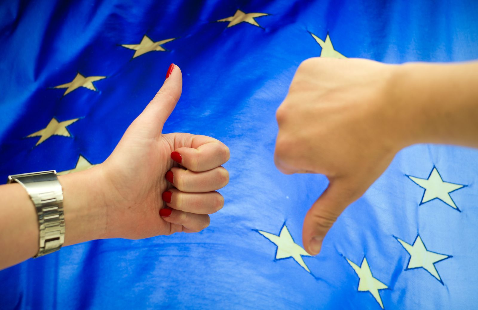 Europa-Flagge - Thumbs up / down