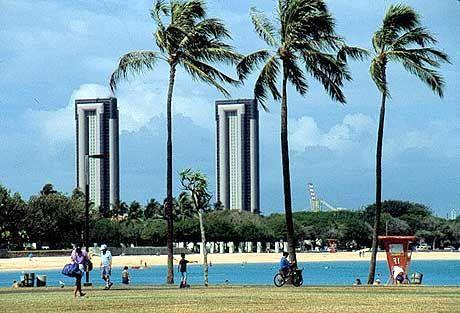 Baden zwischen Hochhäusern: Der Ala Moana Beach Park mitten in der Hauptstadt