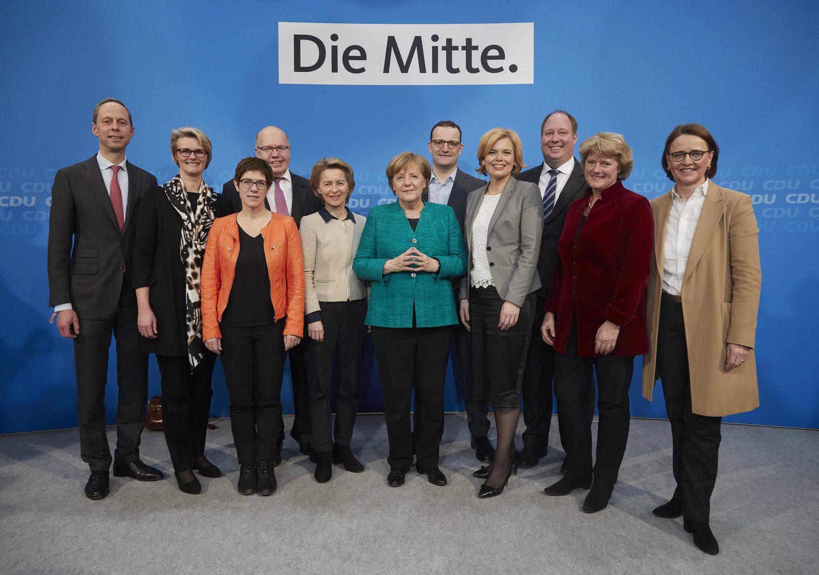 Angela Merkel und die CDU Kabinettsmitglieder