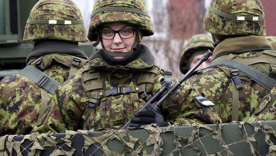 Estnische Soldatin bei Nato-Parade: Europäische Armee soll keine Konkurrenz zum Verteidigungsbündnis sein
