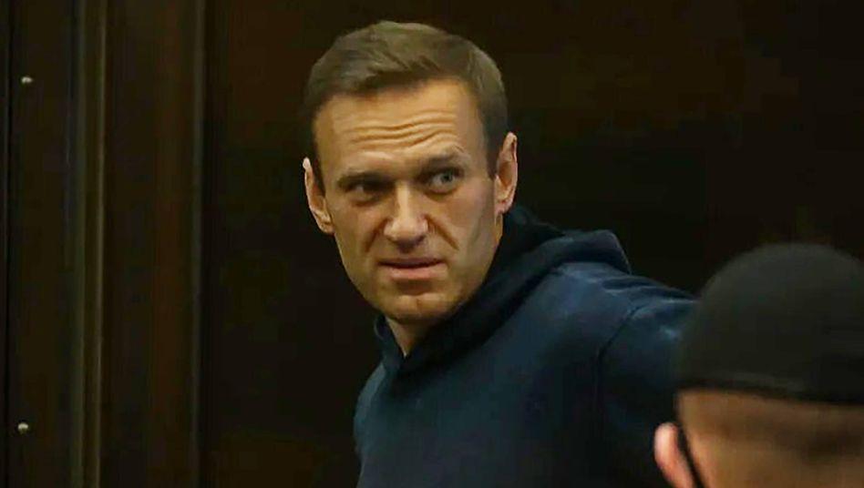 Kremlkritiker Alexej Nawalny muss für zwei Jahre und acht Monate in Haft