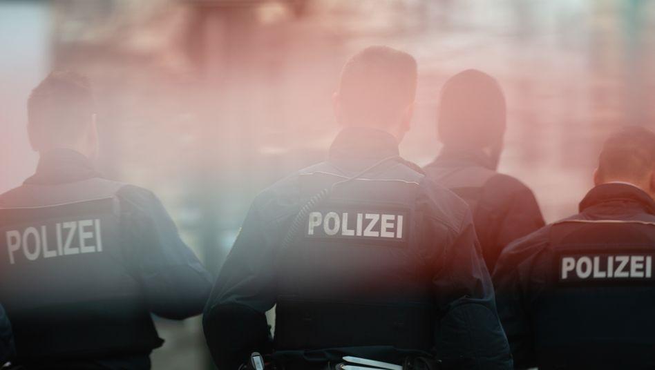 Polizisten im Einsatz: Die Unionsanhänger sind bei der Frage nach einer Rassismus-Studie innerhalb der Polizei gespalten