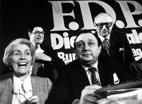 Hamm-Brücher (l.) mit Hans-Dietrich Genscher beim FDP-Parteitag am 19.11.1978 in Frankfurt