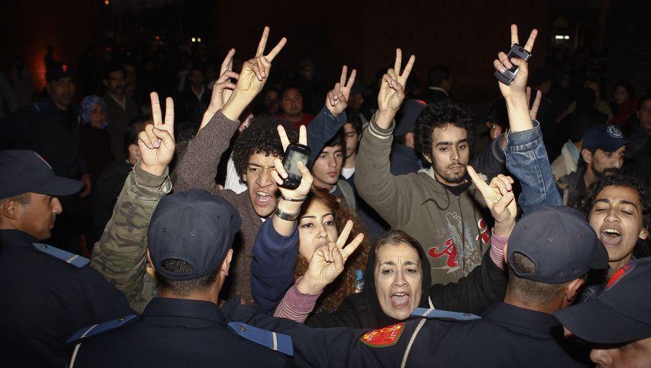 Marokkanische Facebook-Aktivisten in Rabat: Zusammenstöße in sieben Städten