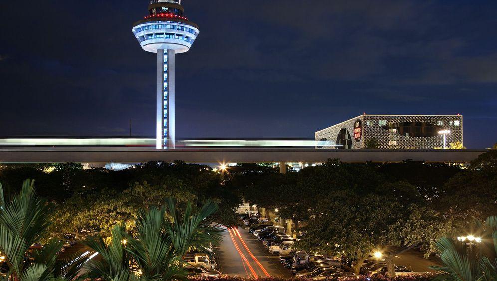 Flughafen Singapur-Changi: Sonne, Pool und Fischkosmetik