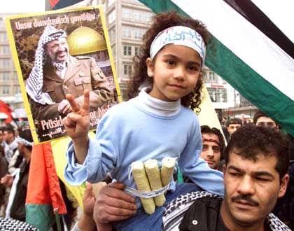 Demonstrant Rahal, Tochter Salih (2002): Provokante Aktion