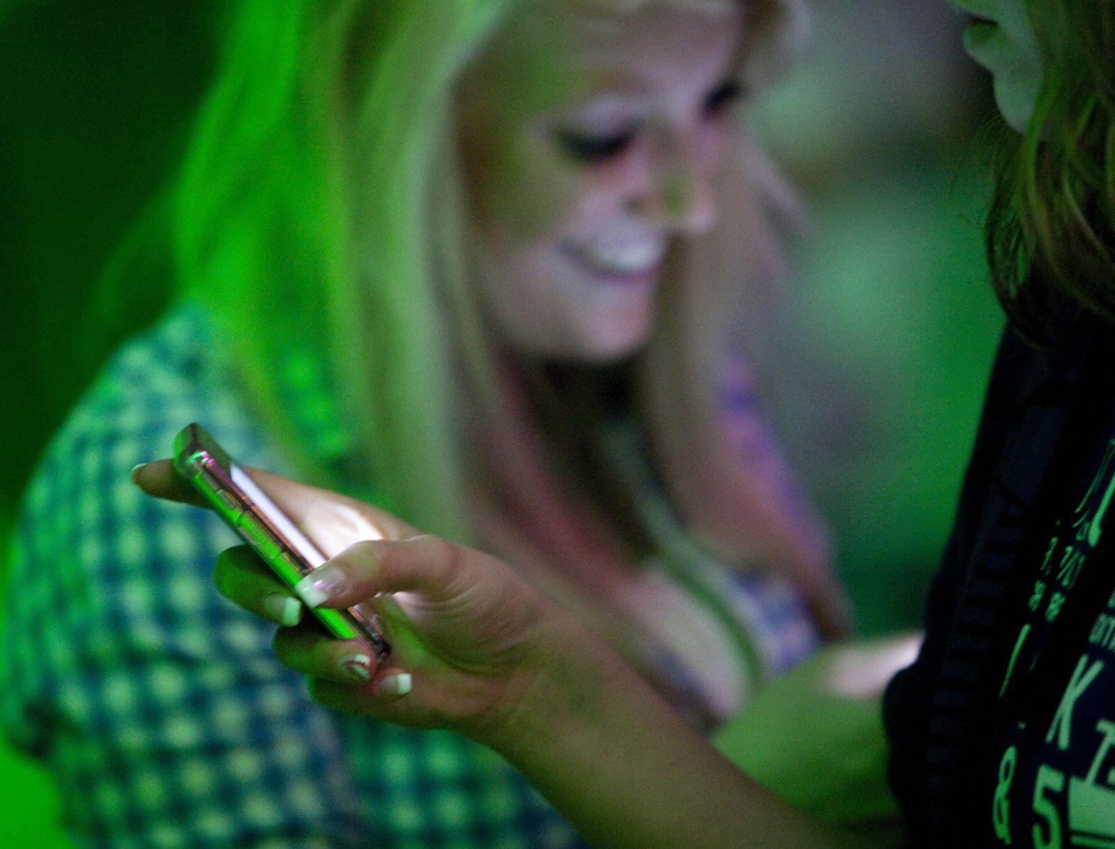 Jugendliche / Handy / Mobile Kommunikation