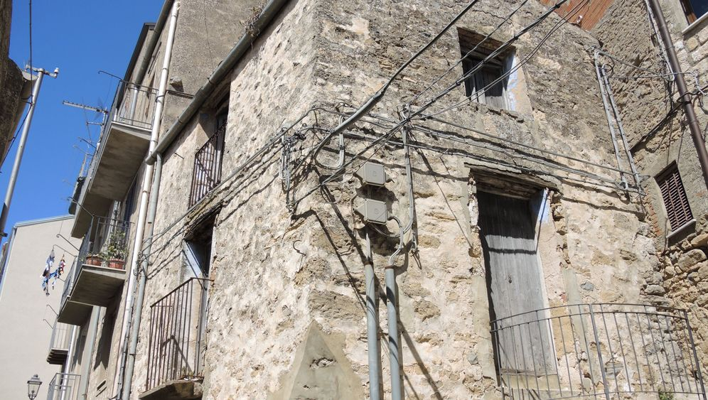 Rettungsaktion in Sizilien: Ein Euro für ein Häuschen