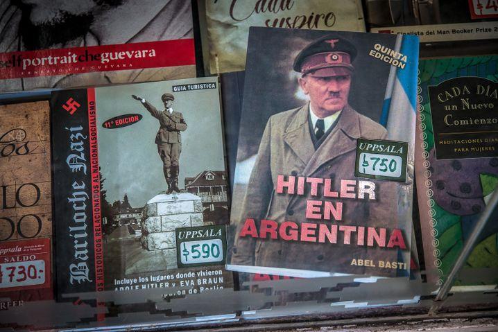 Bücher über Hitlers angebliche Flucht nach Argentinien