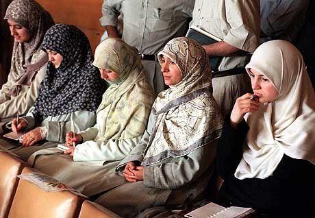 Umstritten: das Kopftuch-Verbot an türkischen Universitäten