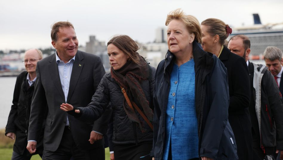 Islands Regierungschefin Katrín Jakobsdóttir (M.)bei einem Treffen mit Schwedens Ministerpräsident Stefan Löfven und Bundeskanzlerin Angela Merkel im August 2019