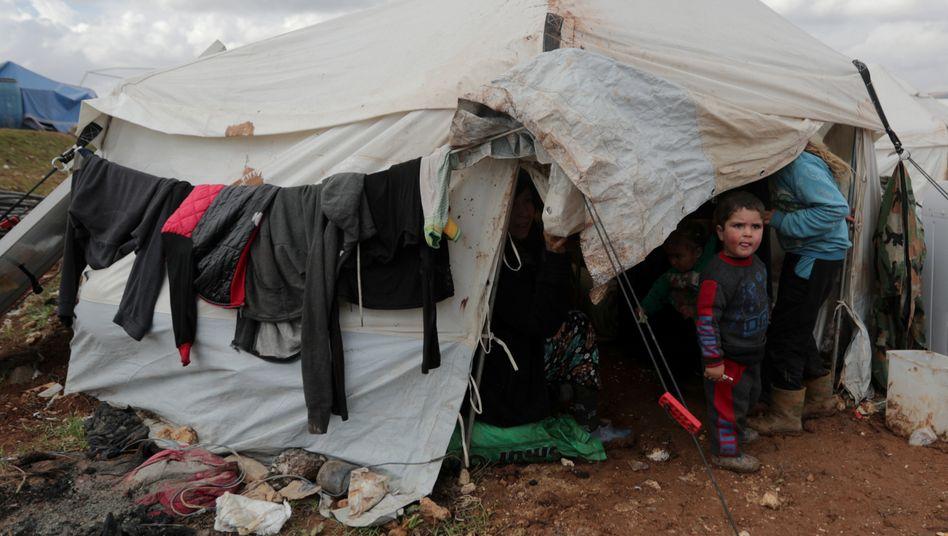 Ein Kind in einem der Flüchtlingslager bei Azaz im Norden Syriens. Hunderttausende sind allein in diesem Jahr Vertriebene im eigenen Land geworden