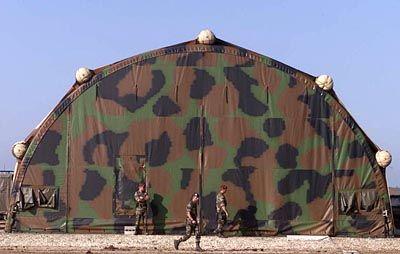 In diesem Zelt in dem französischen Militärlager in Mazedonien hatten die Militärs über Tage hinweg immer wieder beraten.