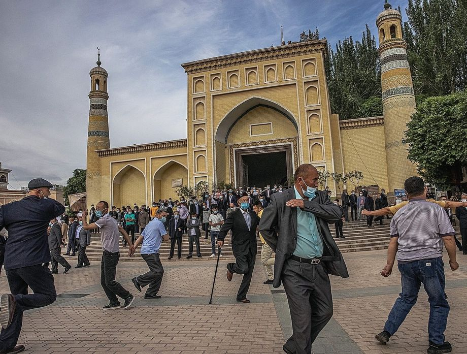 Muslims in front of the Id Kah Mosque in Kashgar: The oppression has entered a new phase.