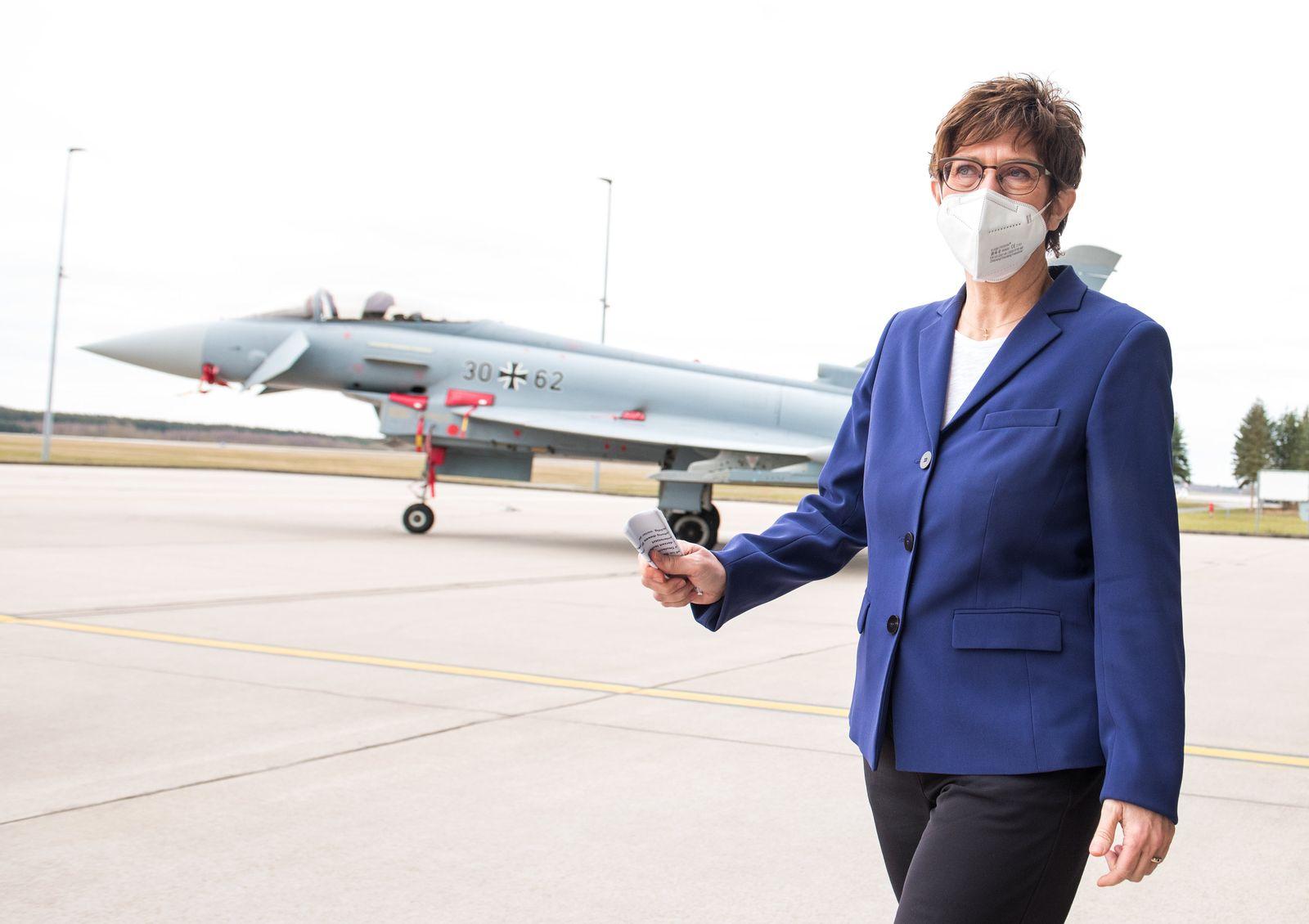Kramp-Karrenbauer besucht Luftwaffengeschwader