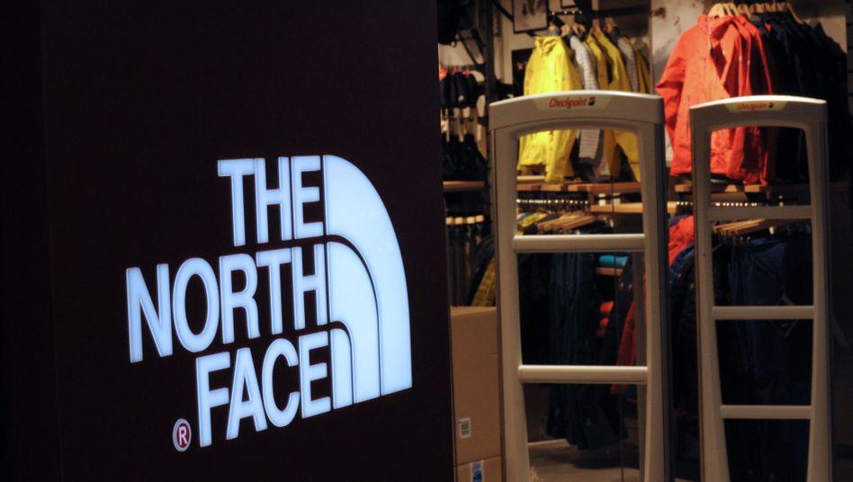Logo von The North Face in einem Geschäft in Paris
