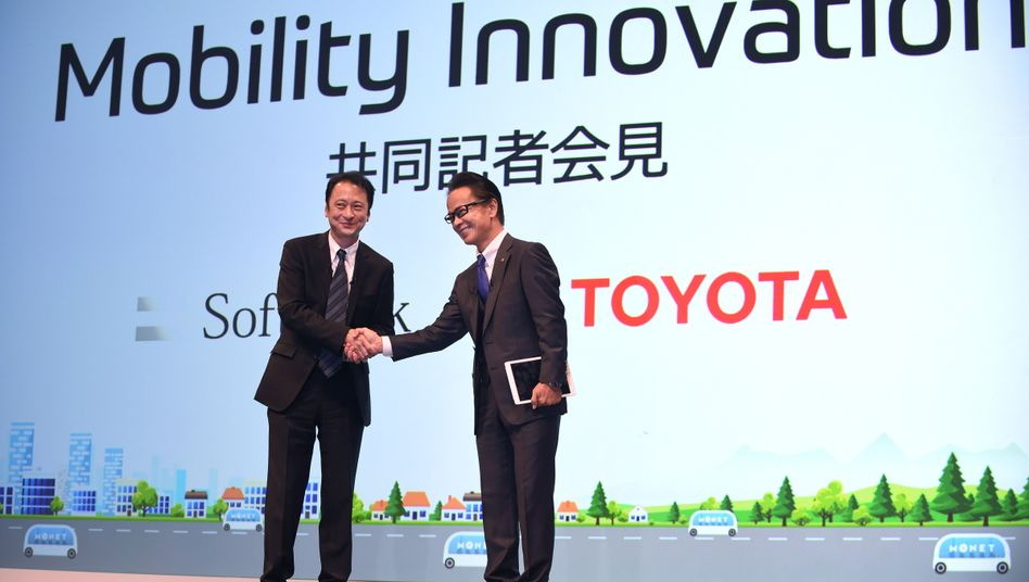Softbank-Manager Miyakawa, Toyota-Manager Tomoyama