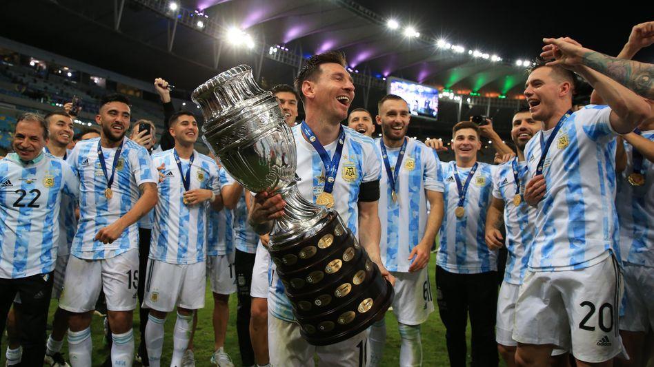 Messi mit der Copa-Trophäe