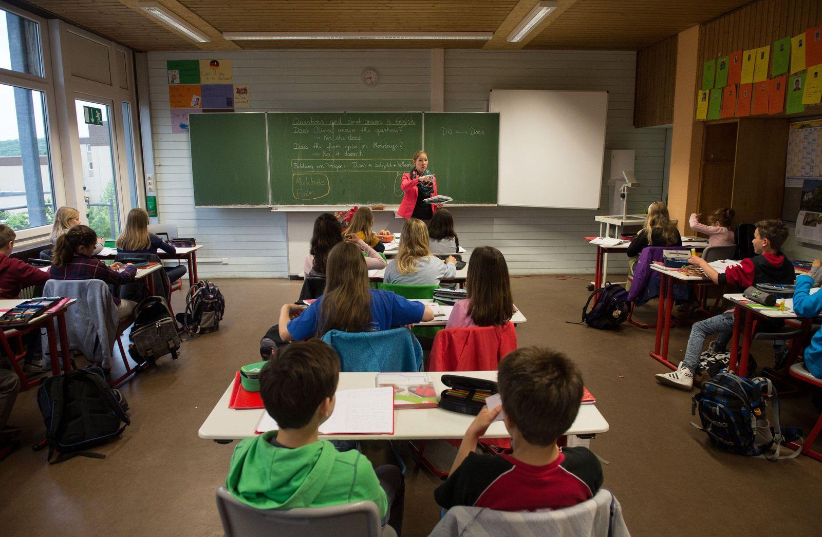 Klassenzimmer / Schule Gymnasium