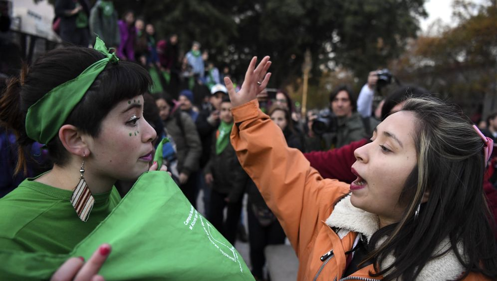Abtreibungsdebatte in Argentinien: Blau gegen Grün