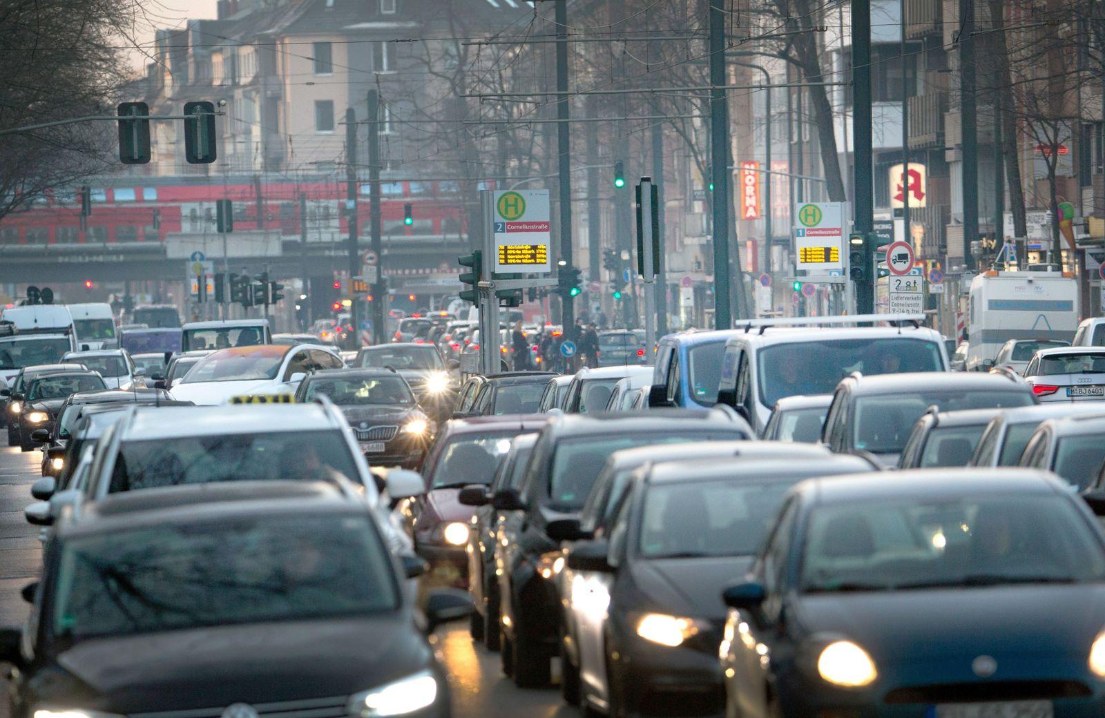 Klima Deutschland/ Verkehr/ Stau/ Stadtverkehr