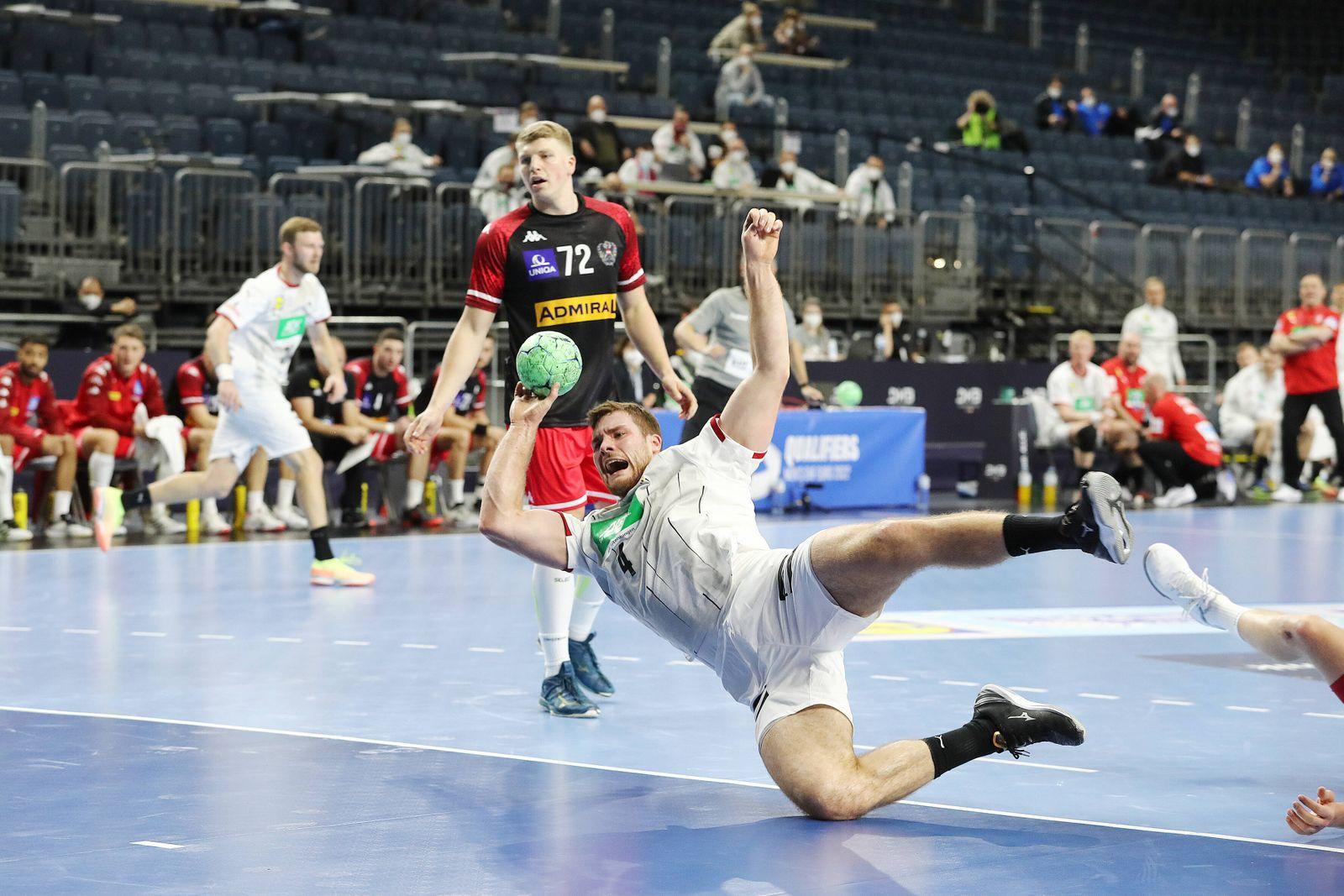 Deutschland vs. Österreich, Handball Länderspiel, EM-Qualifikation, links: Johannes Golla (D) Lanxessarena Köln, 10.01.