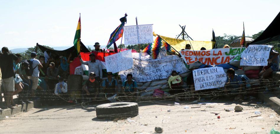 Nichts geht mehr: Die Verbindung ins bolivianische Hochland ist bei Yacapani blockiert