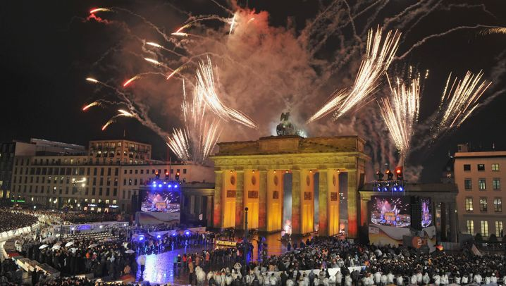 Photo Gallery: A Unified Berlin Celebrates the Wall Anniversary
