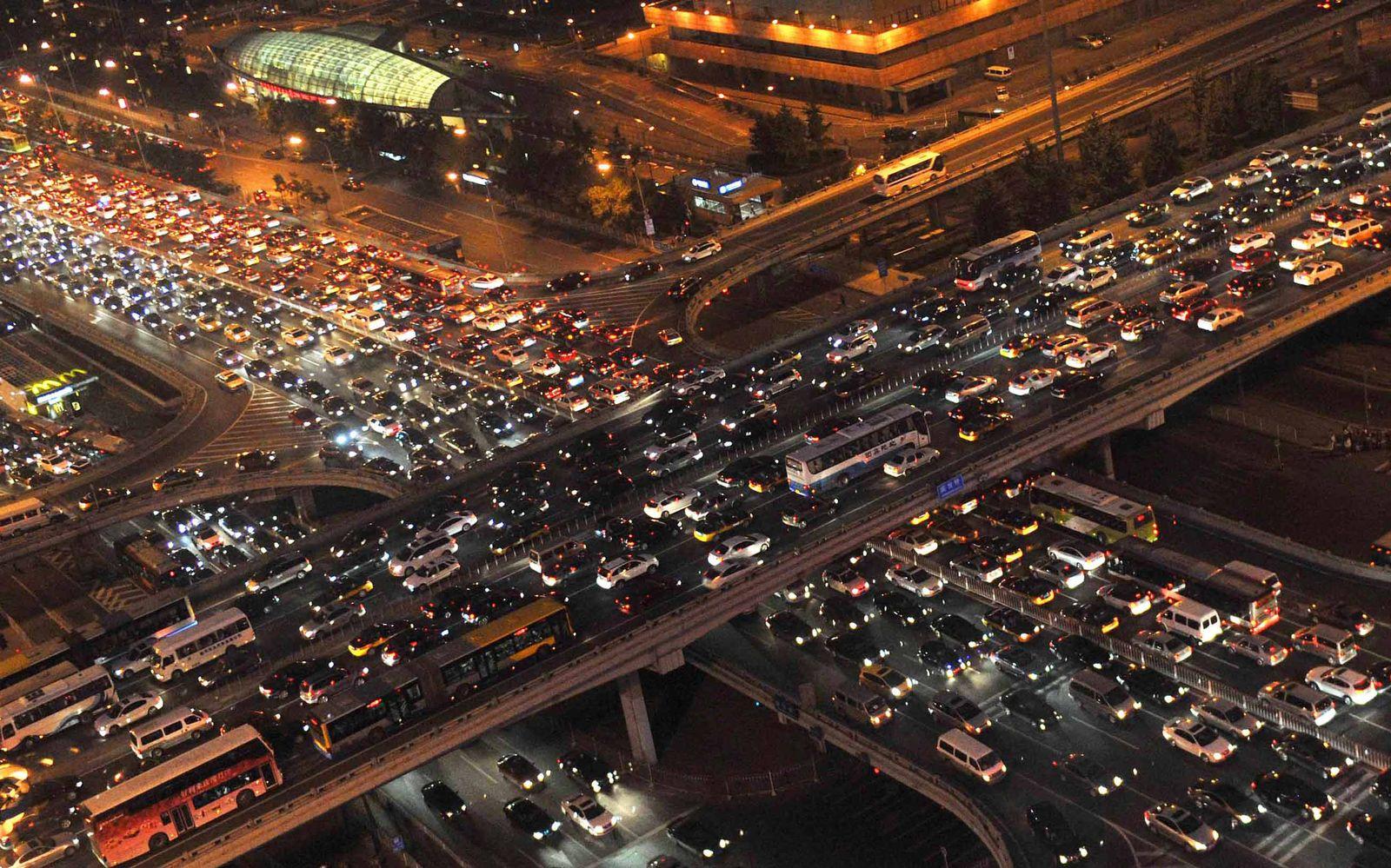 EINMALIGE VERWENDUNG NUR FÜR SPIEGEL Plus SP 37/2017, S.86 China / Verkehr