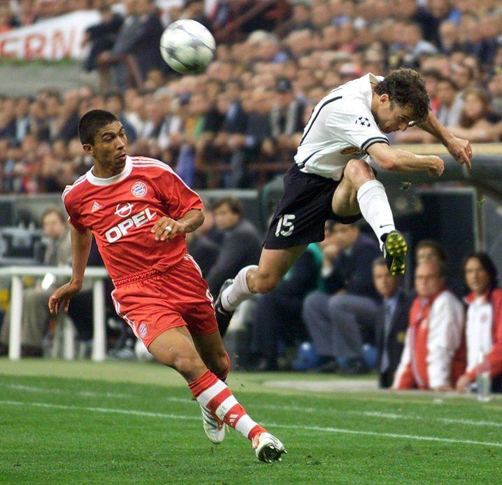 Champions-League-Finale 2001: Bayerns Giovane Élber gegen Amedeo Carboni