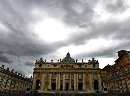 Rampant crime: Pickpockets on St. Peter's Square can just trot over an international border into Italy.