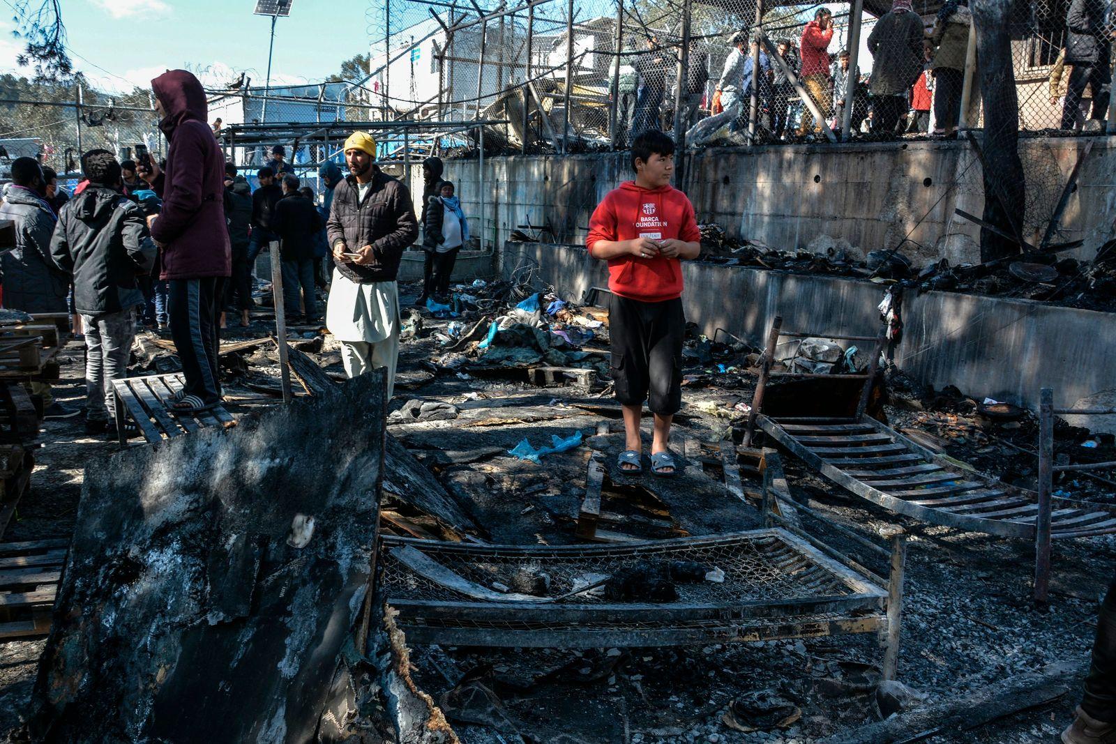 Großer Brand im Flüchtlingslager von Moria