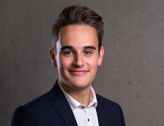 Dario Schramm, 20, ist Mitglied der SPD und seit Oktober 2020 Generalsekretär der Bundesschülerkonferenz. Er besucht die 13. Klasse einer Integrierten Gesamtschule in der Nähe von Köln.