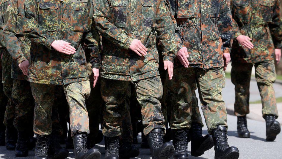 Bundeswehrsoldaten beim Exerzieren
