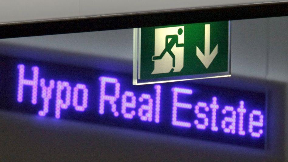 Laufband an der Börse Frankfurt. Einst galt die Aktie der Hypo Real Estate als sichere Anlage.